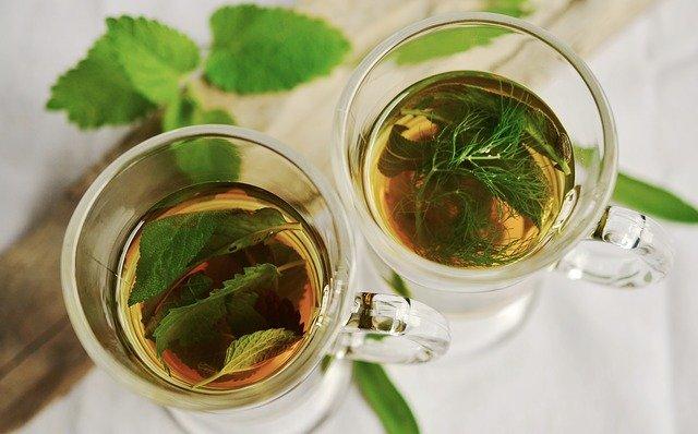dva šálky čaje