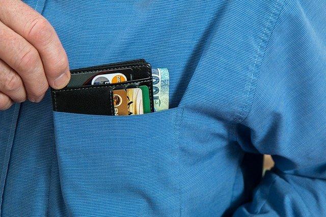peněženka v kapse košile.jpg