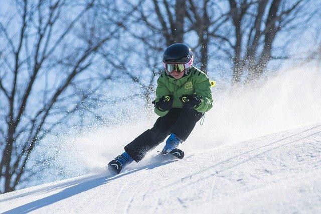 chlapec při lyžování