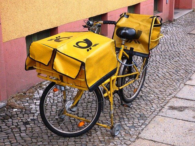 žluté poštovní kolo