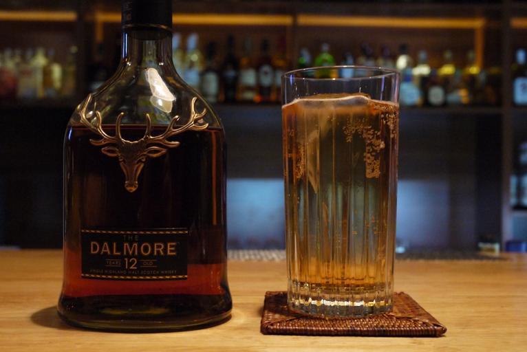 láhev whiskey